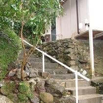 *離れ山荘タイプ/離れから階段を下ると貸切風呂がありますのでそちらもご利用下さい。