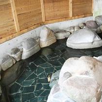 *貸切風呂[大]/本館にある露天風呂風の温泉は、最大10名様ご一緒にお入りいただけます!