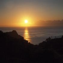 *当館からの眺め/美しく沈む夕日。1日の終わりにこの景色を眺めらたら、とっても癒されそう☆