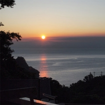 *当館からの眺め/1秒ごとに変わる夕暮れの景色。テラスやお部屋からこの眺めを楽しんで。
