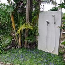 各お部屋の屋外シャワー
