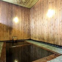 *江戸時代からの歴史をもつヒバ風呂「御湯殿」。津軽信牧(のぶひら)侯が造らせたという由緒あるお風呂