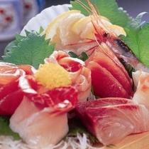 *【夕食例】新鮮な海の幸をお楽しみ頂けますよ!