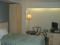 こちらもリーズナブルで人気の高い洋室ツイン窓なしのお部屋です。