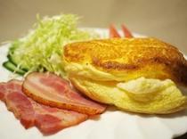 自家製ベーコン+フワフワオムレツ(朝食)
