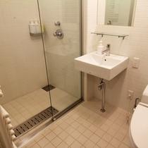 *3ベッドルームデラックスまたはプレミアム室内一例/シャワーブースで1日の疲れをリフレッシュ!