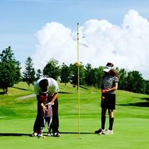 *ゴルフ/自然の中のゴルフコース。ご家族やお仲間と和気あいあいとお楽しみください。