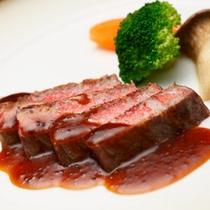 * 実に柔らかい。噛みしめると肉のうまみが口中に広がります。