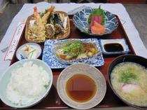 夕食 ¥1400-税込み(要予約)