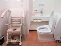 バリアフリー対応シャワー室・トイレ