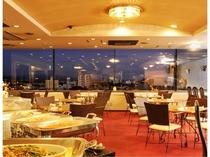 ホテル最上階のレストラン「秀峰」