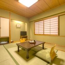*和室6畳山側(客室一例)/一人旅やカップルでのご宿泊に◎団欒のひと時をお過ごし下さい。