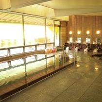 """*大浴場/豊富な湯量と良質な泉質が自慢の""""べっぴんの湯""""。やわらかな湯は肌を優しく包みます。"""