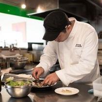 【専属シェフ遠藤和彦】自ら持つフランスでの経験を基に形にとらわれない独創的な料理を得意としています
