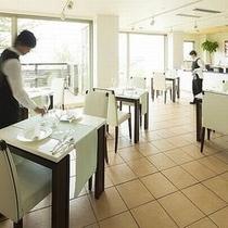 【スタイリッシュなレストラン】洗練された空間の中で、落ち着いた時間が流れる