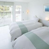 【白を基調としたホワイトルーム】海の見えるバルコニーや半露天風呂で日常から離れた滞在を