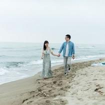 【湯野浜海岸の浜辺】当館より歩いて5分程の海岸でお二人の時間をお過ごしください