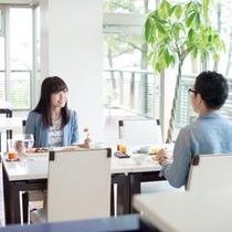 """【""""海の隠れ家""""の意味を持つレストラン】日本海を眺めながら爽やかな朝食を"""
