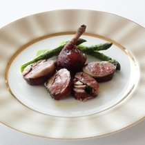 【月替わりのシェフ厳選食材】食を研究し、新しい料理を創作し続けるシェフ渾身の一皿を