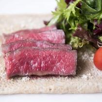 肉料理一例/季節替わりでメインをチェックイン時ご選択(料理一例)
