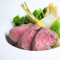 「庄内牛」のメイン/プレミアムディナー肉料理(料理一例)