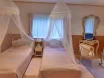 新館105 ピンク ツインベッド