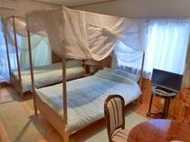 新館204 ヨーロピアンアンティーク ツインベッド