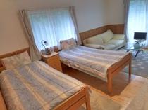 新館205 シンプル ツインベッド