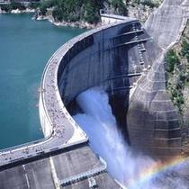 □立山黒部アルペンルート「黒部ダム放水」