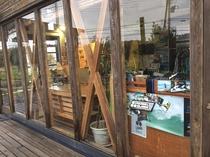 デッキ、Entrance、Life Style Shop入り口周辺