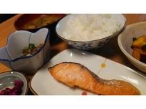 朝食の和食 焼き鮭