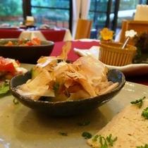 料理_少量ずつ、たくさんのお料理が味わえます (2)