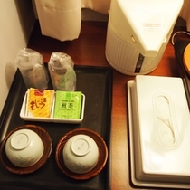 お部屋のお茶、ポットなど