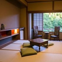 10畳広縁付 新和風客室 窓から見える景色とBC工房製当館こだわりの家具に癒されます