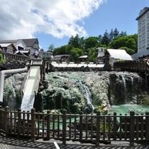 湯畑といえば、草津温泉のランドマーク。温泉街の中心にあり、徒歩約5分。