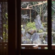 *【部屋(露天付和室)】木々を眺めながら、心地よくお過ごしいただけます。