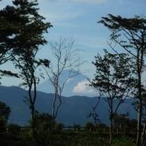 ホテルのある山頂から望む富士山の姿