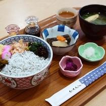 朝食:(しらす丼・高知産しらす使用)