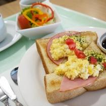朝食:(ハム&エッグトースト・新メニュー)