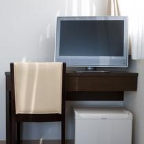 客室標準設置品① 【地デジ対応液晶テレビ・冷蔵庫】