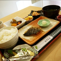 焼き魚朝定食(鯖)