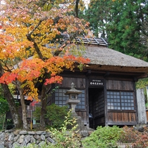 秋の薬師堂