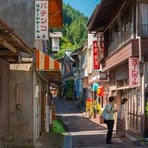 昭和の風情ある四万温泉街