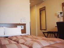 セミダブルルームは快適な宿泊をリーズナブルにご利用いただけます。