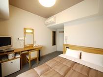 140センチ幅のセミダブルベッドは快適かつリーズナブルなご宿泊をご提供!