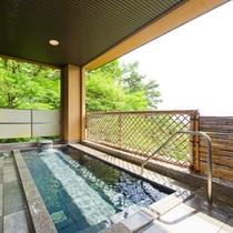 松本平が一望できる自慢の露天風呂です!