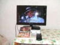 ダブルのお部屋の薄型テレビ(小型)とDVD