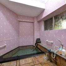 *貸切風呂/小さな湯船ではございますが、親しい間柄の方とだけゆっくり温泉をお愉しみ下さい。