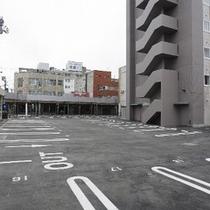 【敷地内駐車場】平面駐車場を完備。冬は、ロードヒーティング完備なので安心!