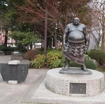 定禅寺通り横の勾当台公園<ホテルより徒歩15分>